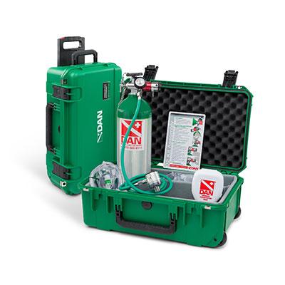 DAN oxygen kit to treat injured divers