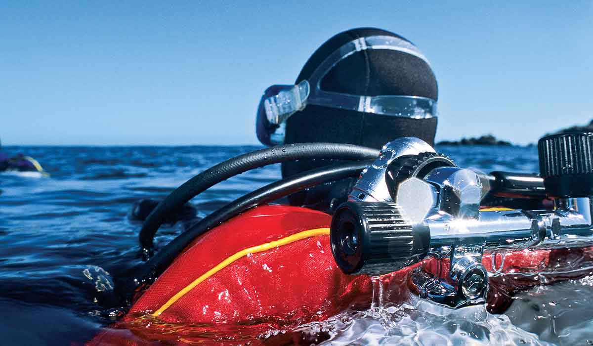Drysuit diver surfaces and is wearing a backplate buoyancy system